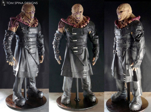 Resident Evil Nemesis movie costume display statue